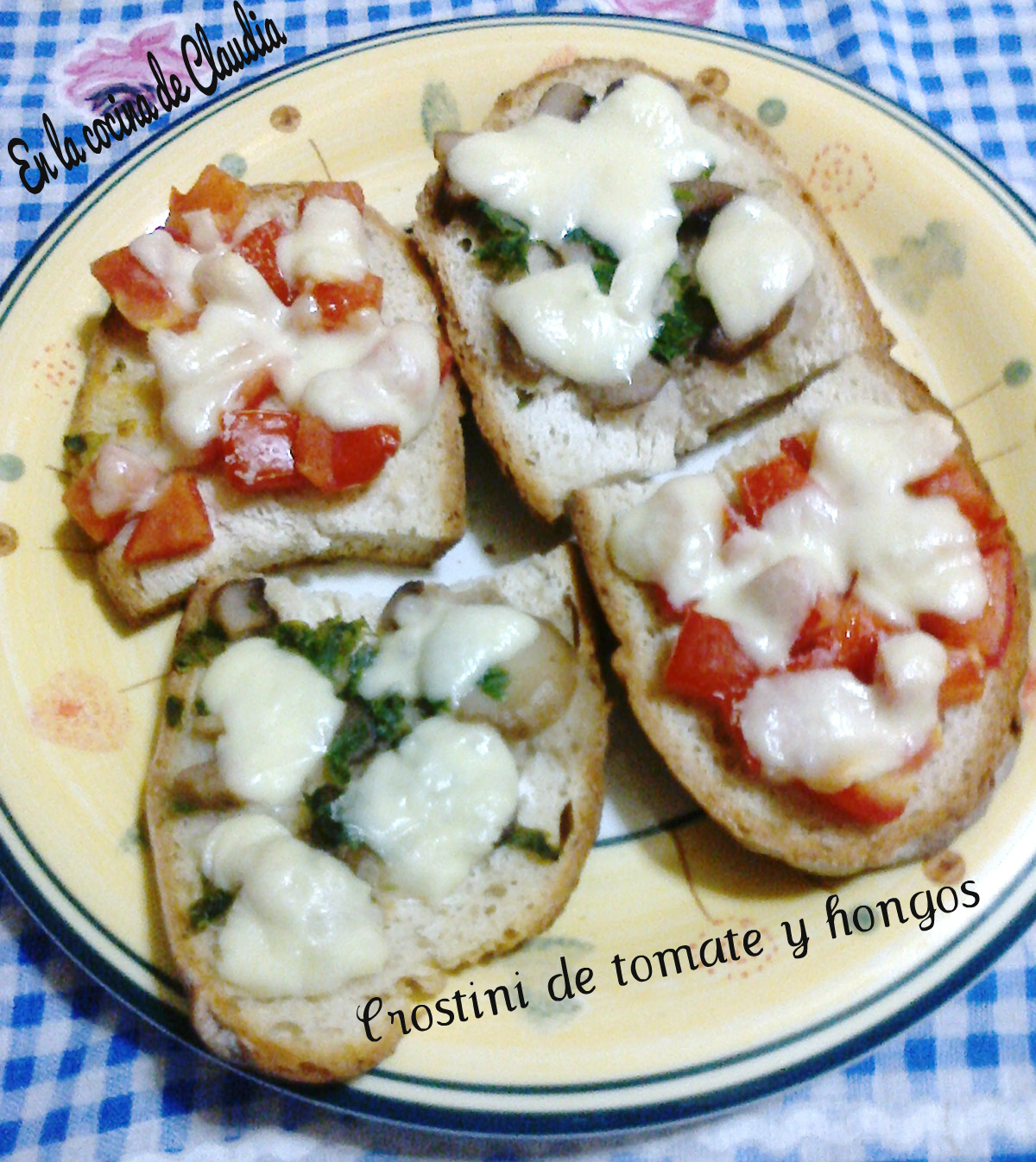 Crostini de tomate y hongos en la cocina de claudia for Como se cocinan los hongos