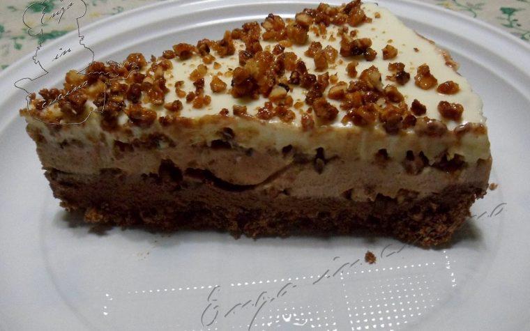 Cheesecake ai 3 cioccolati e croccante alle mandorle