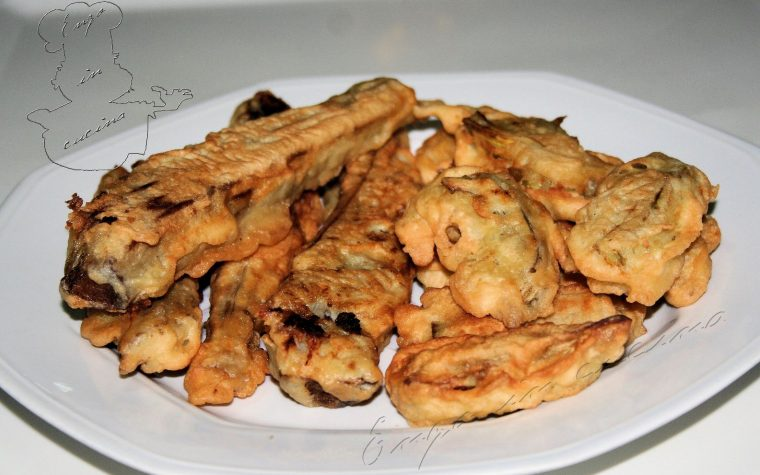 Carduna vruricati e cacocciuli a pastedda (Cardi sotterrati e carciofi fritti in pastella)