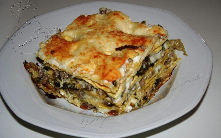 Lasagne con salsiccia, noci, scarola e besciamella alla ricotta