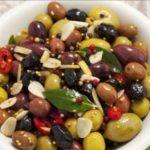 Olive marinate all'aglio