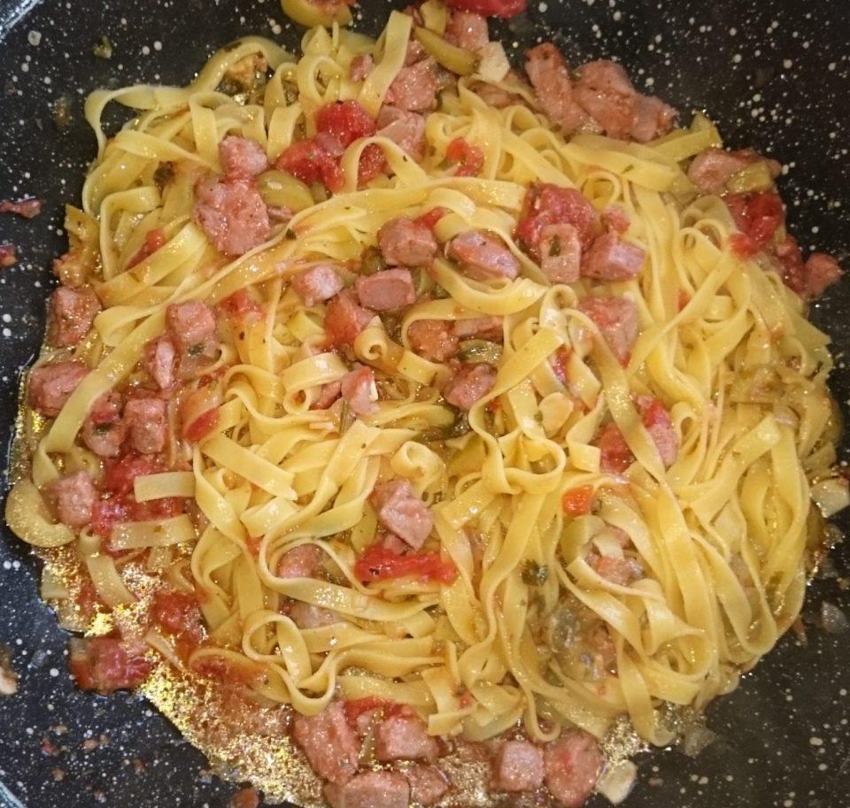 Fettuccine al tonno fresco e pomodorini