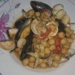 Zuppa di ceci con frutti di mare
