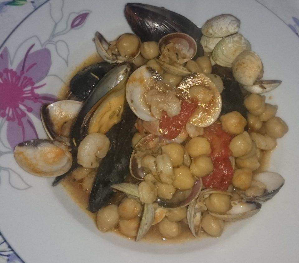 Zuppa di ceci e frutti di mare