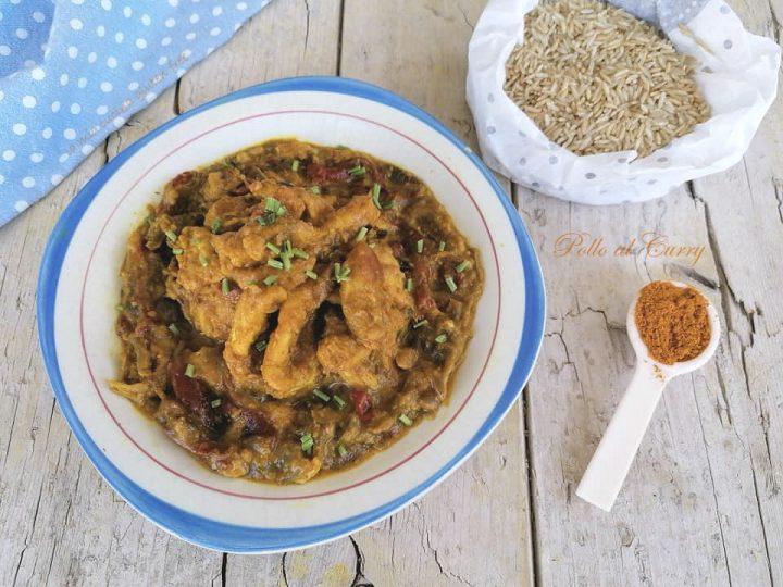 Pollo al curry senza glutine con peperoni e cipolle