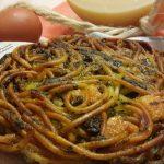 frittata di maccheroni con pesto alla genovese