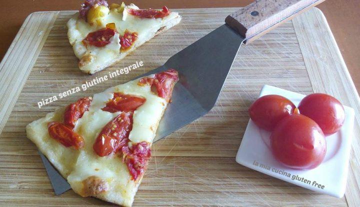 fetta di pizza senza glutine integrale mozzarella e pomodorini al filetto