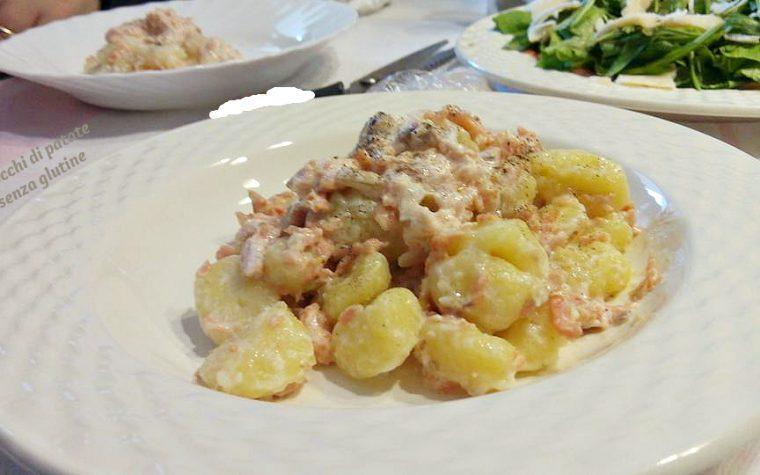Gnocchi di patate con salmone affumicato