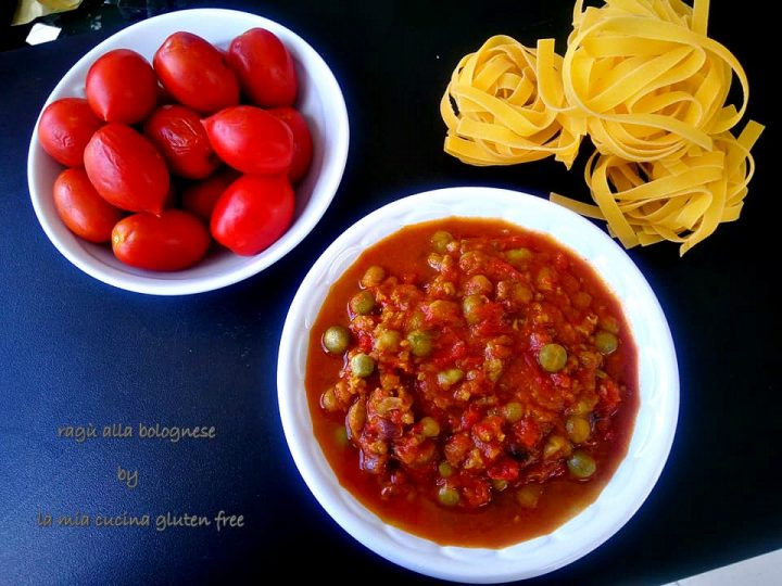 ragù alla bolognese con piselli e pomodorini