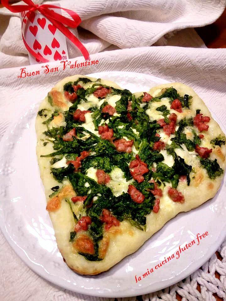 pizza senza glutine a cuore broccoli e salsiccia