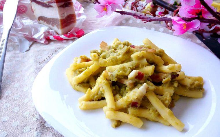 Pasta con purea di fave e pancetta