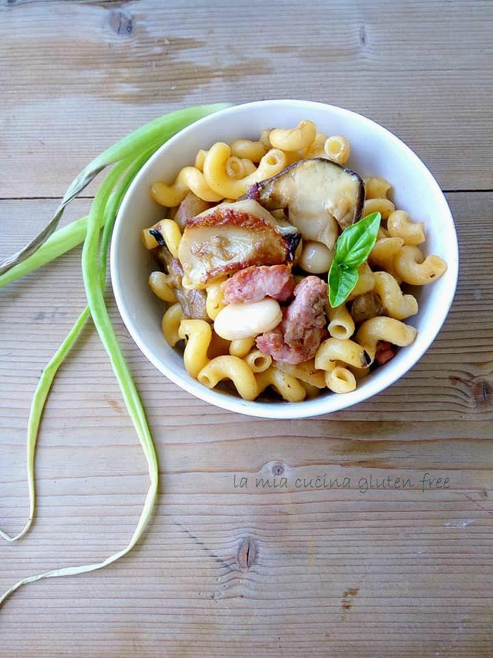 riccioli con porcini salsiccia e fagioli di spagna senza glutine