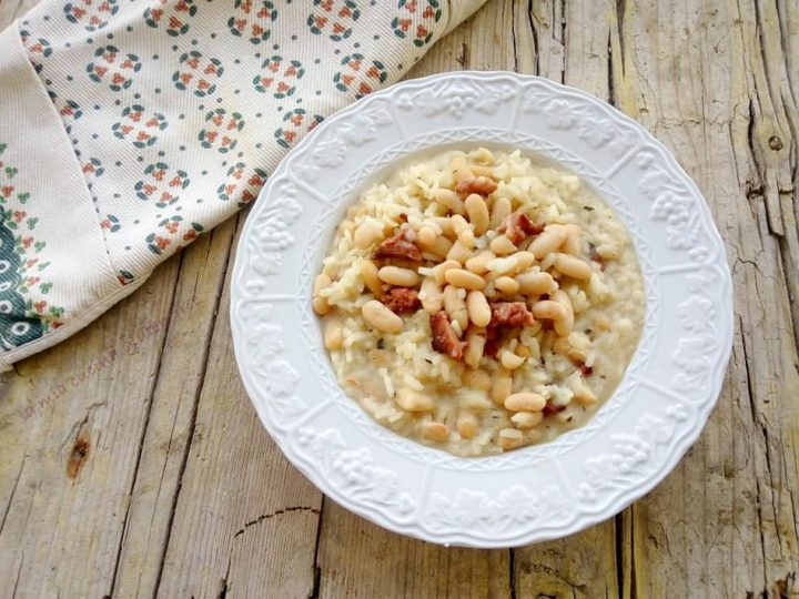 minestra di riso e fagioli con salsiccia piccante e origano