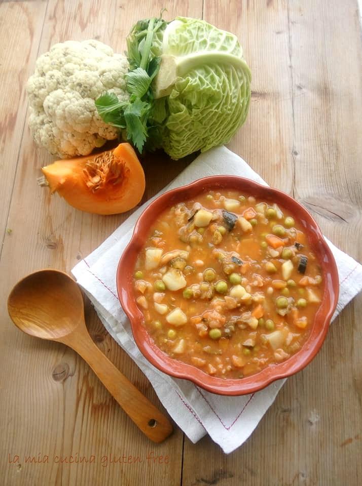 minestrone ricco di verdure con verza e cavolfiore