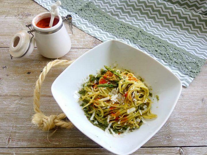 tagliolini con crema di asparagi e scaglie di caciocavallo