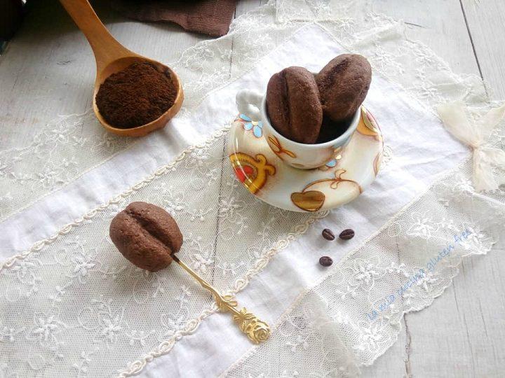 biscottini con caffè ripieni di nutella