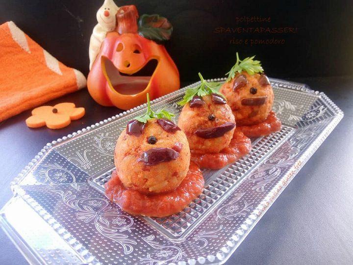spaventapasseri di riso e pomodoro