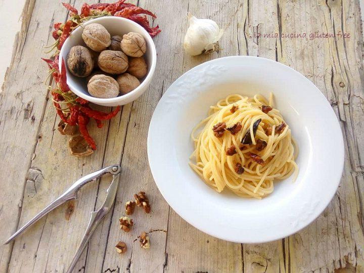 spaghetti aglio olio e peperoncino con le noci senza glutine