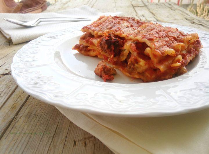 Un grande classico della cucina partenopea rivisitata in versione gluten free la lasagna napoletana senza glutine è l'icona delle feste e non può mancare mai sulla tavola di noi campani