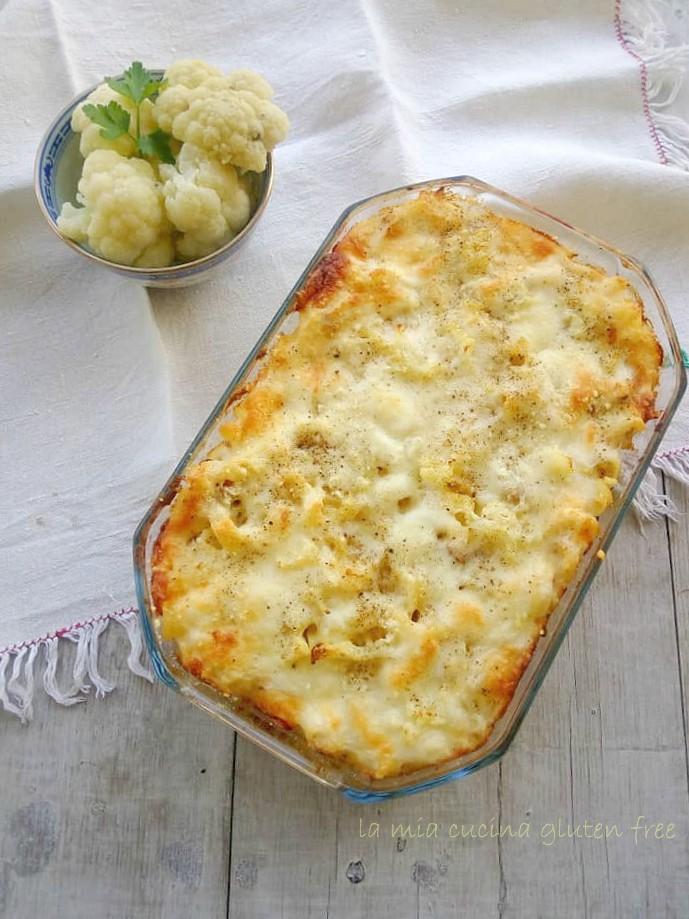 pasta con cavolfiore e salsiccia al forno