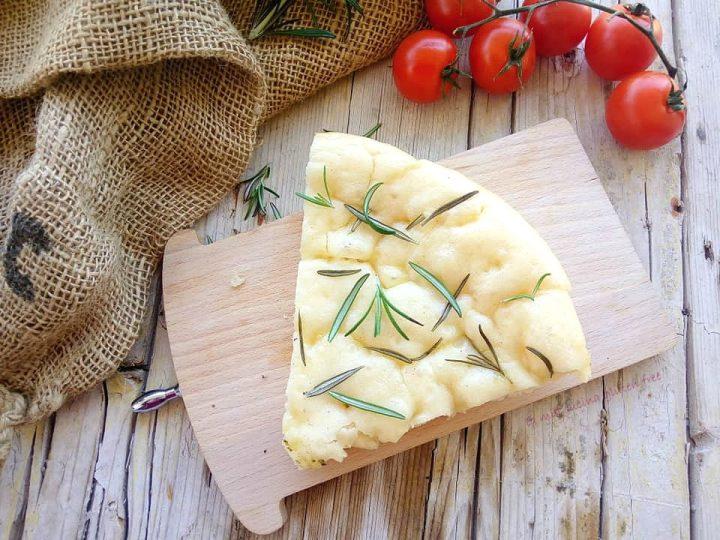 focaccia ligure senza glutine con rosmarino e sale
