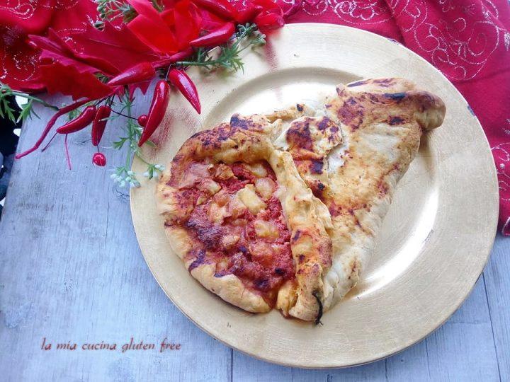cornucopia di pizza senza glutine con pomodoro