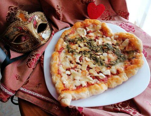 Pizza a cuore mascherata