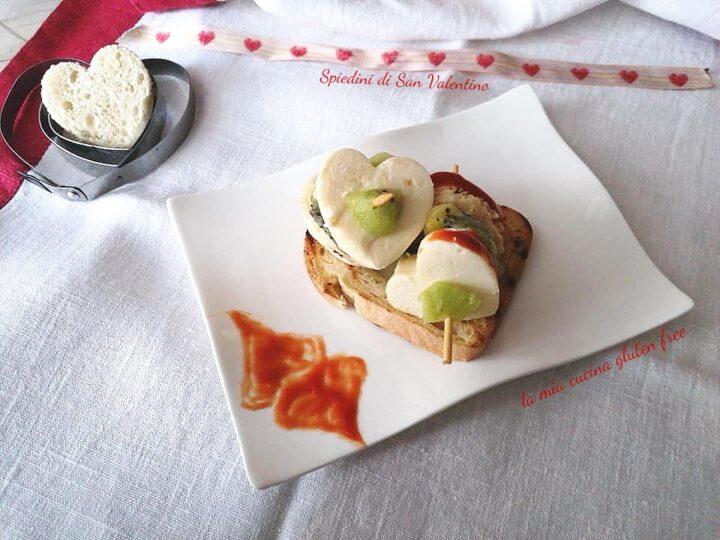 spiedini di San Valentino senza glutine con kiwi e pane e provola