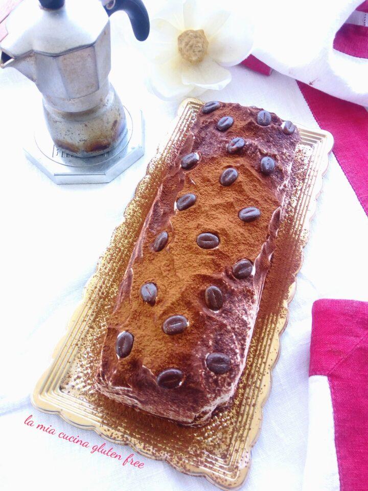 rotolo tiramisù senza glutine con crema al caffè e chicchi di cioccolato