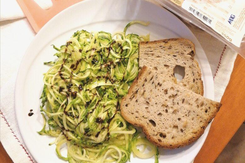 Spaghetti di zucchine con salsa di soia