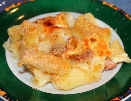 Pasta al forno con wurstel e besciamella