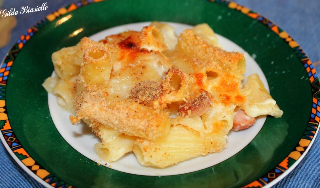 Pasta al forno con wurstel e besciamella donnepasticcione for Cucinare wurstel al forno