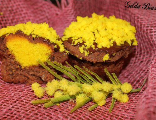Cupcakes al cioccolato con il cuore giallo