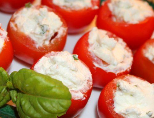 Pomodorini ripieni al profumo di basilico