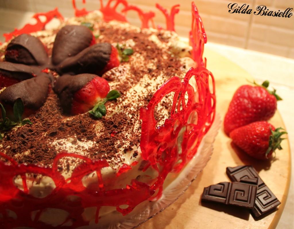 Tiramis alle fragole e cioccolato fondente donnepasticcione for Decorazioni torte con fragole e cioccolato