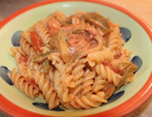 Pasta con salsa rosa ai peperoni