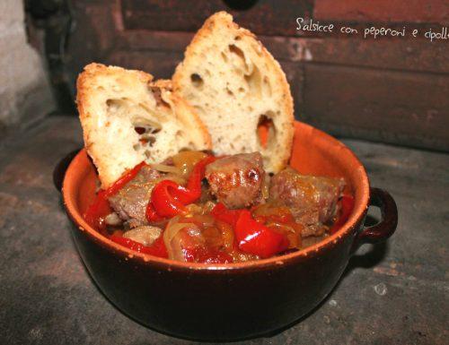 Salsicce con peperoni e cipolle