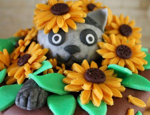 Torta vaso di fiori con gatto