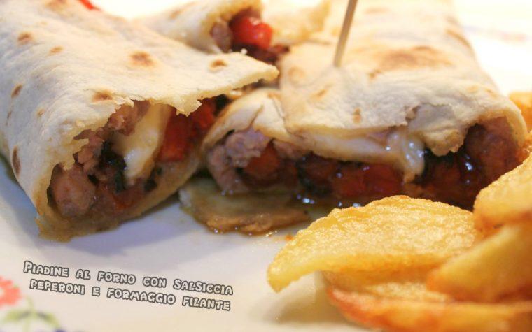 Piadine al forno con peperoni, salsiccia e formaggio filante