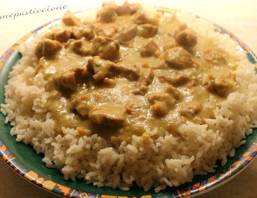 Bocconcini di maiale al curry con riso