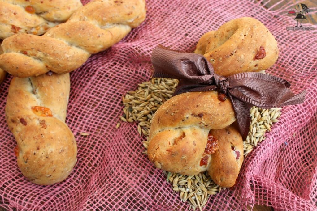 Trecce di pane al malto con pancetta e Parmigiano Reggiano 1