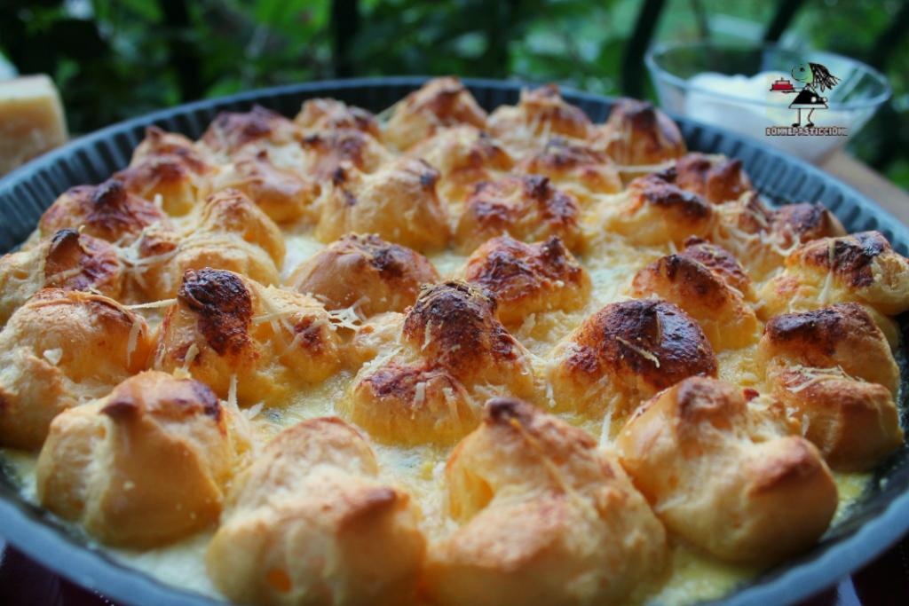 Torta salata di bignè alla fonduta di Parmigiano Reggiano