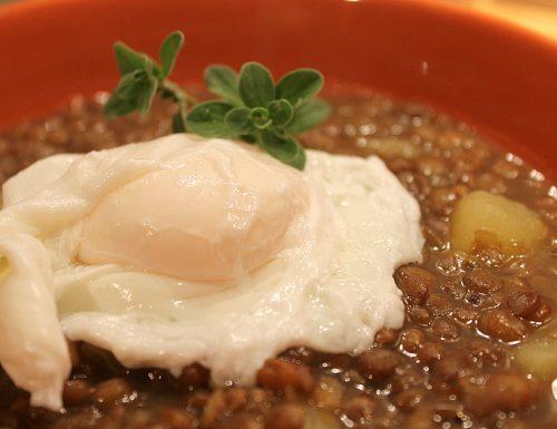 Zuppa ricca di lenticchie e patate
