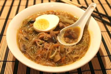 zuppa di noodles all'orientale
