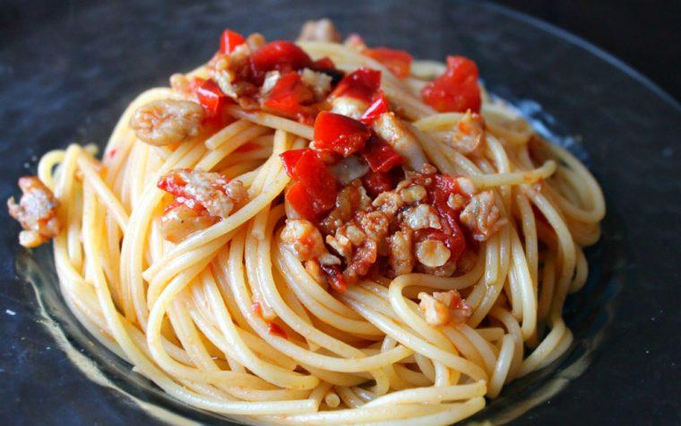 Spaghetti con paranza e peperoni