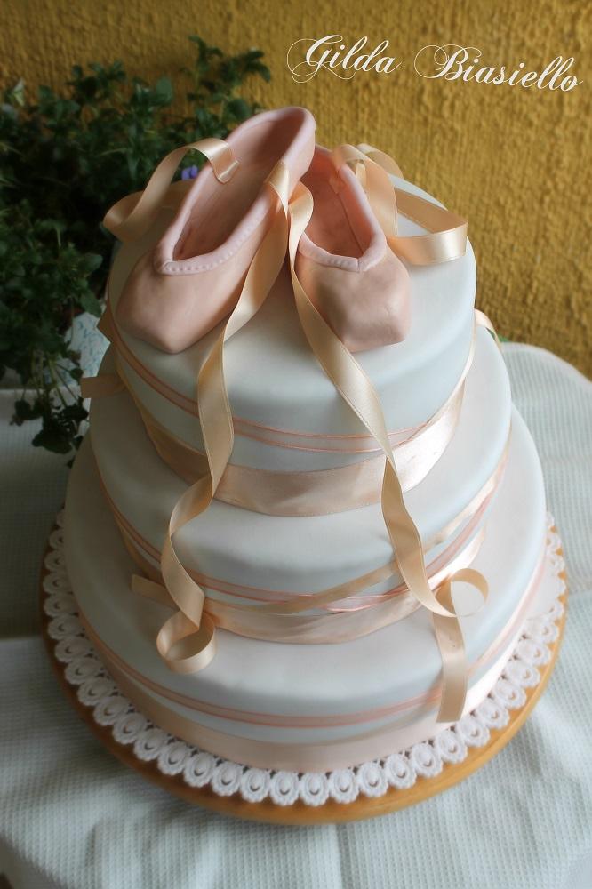 Torta con scarpette da danza donnepasticcione for Piani di coperta e idee
