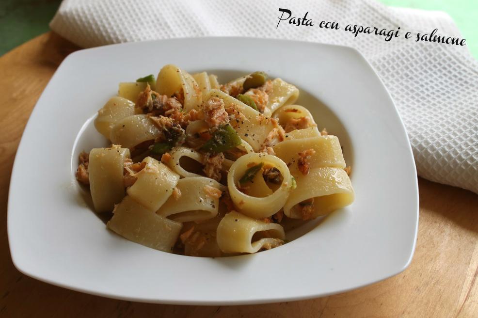 Pasta alla vodka con salmone e asparagi donnepasticcione for Cucinare asparagi