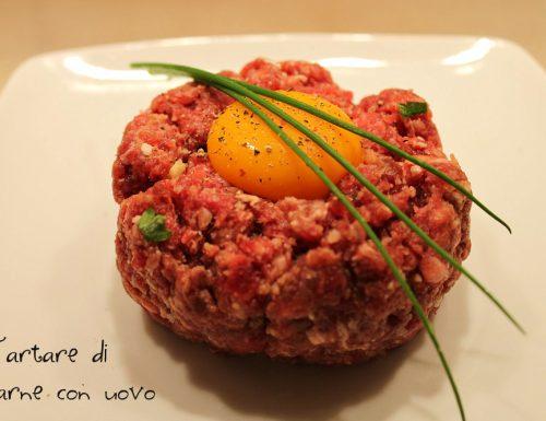Tartare di carne con uovo