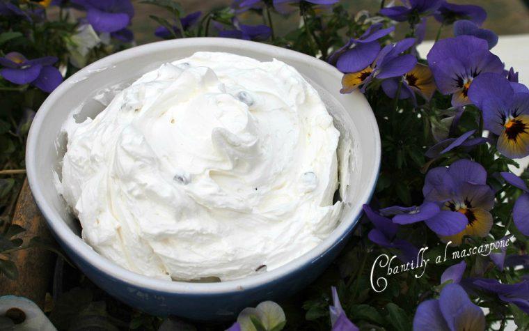 Chantilly al mascarpone con gocce di cioccolato
