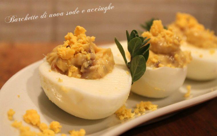 Barchette di uova e acciughe